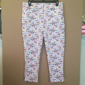 Floral Capri Pants with Pockets Flat Front